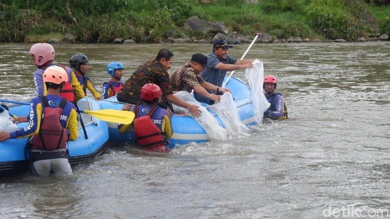 Biar Lestari, Benih Ikan langka Ditebar di Sungai Serayu