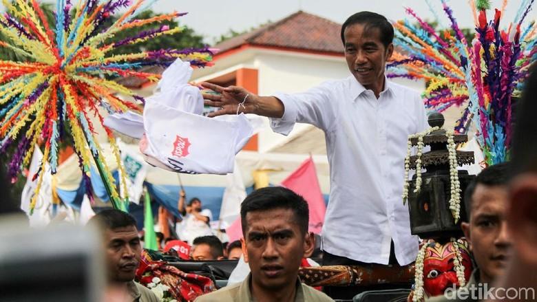 Polisi Alihkan Lalu Lintas Saat Jokowi Kampanye di Karawang