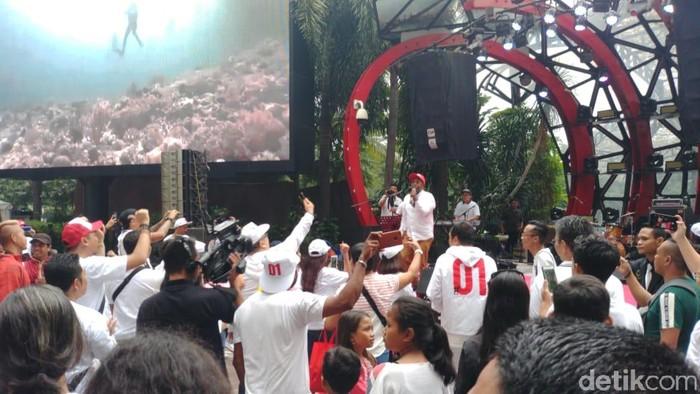 Konser Putih Adalah Kita dari musisi pendukung Jokowi. (Jefri N/detikcom)