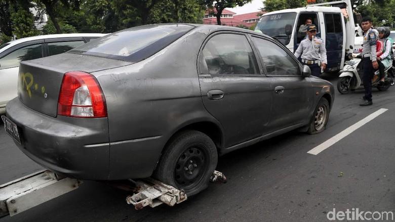 Hati-hati, Parkir Kendaraan Sembarangan Akan Ditindak Dishub Lho