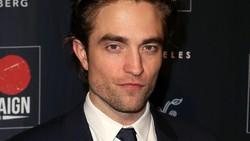 Robert Pattinson Punya Perut Kotak-Kotak, Kamu Juga Bisa Lho
