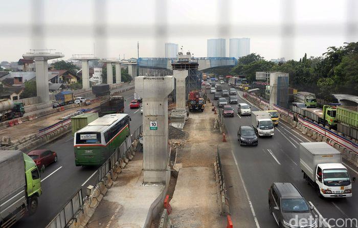 Menteri Pekerjaan Umum dan Perumahan Rakyat (PUPR) Basuki Hadimuljono memastikan Jalan Tol Jakarta-Cikampek (Japek) Elevated II belum dapat digunakan untuk mudik lebaran tahun ini.