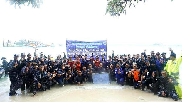 Lantamal VI Makassar Gelar Upacara Bebas Korupsi di Dasar Laut