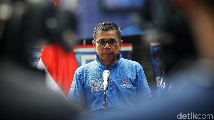 Sekjen Partai Demokrat Hinca Pandjaitan memberikan keterangan pers terkiat surat SBY yang menyebut kampanye akbar Prabowo-Sandiaga tidak lazim dan tak inklusif. Jumpa pers dilakukan di kantor DPP PD, Wisma Proklamasi, Jakarta Pusat, Senin (8/4/2019).