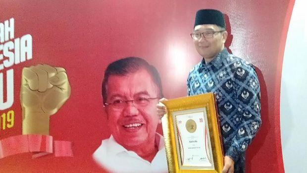Gubernur Jabar Ridwal Kamil meraih penghargaan Milenial Governor of the Year.