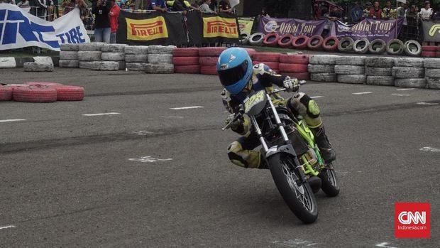 Suasana balapan di Sirkuit Brigif Kujang II, Cimahi (13/1)