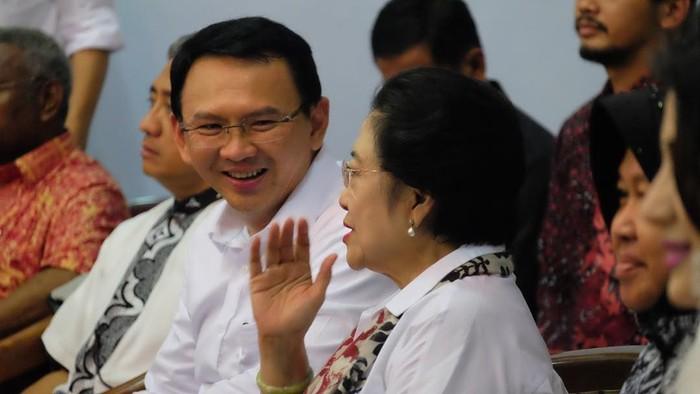 Ahok berbaju putih bareng Megawati (Instagram @basukibtp)