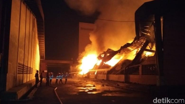 Kebakaran Pabrik Pakan Ternak Pasuruan Padam, Diduga Korsleting