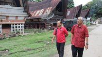 Kemenpar Bagikan KUR dan Bantuan untuk Homestay di Danau Toba