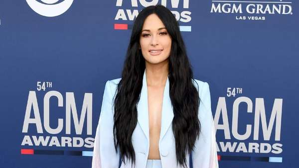 Seksinya Kacey Musgraves di Country Music Awards 2019