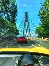 Rombongan di Jembatan Balerang, Batam