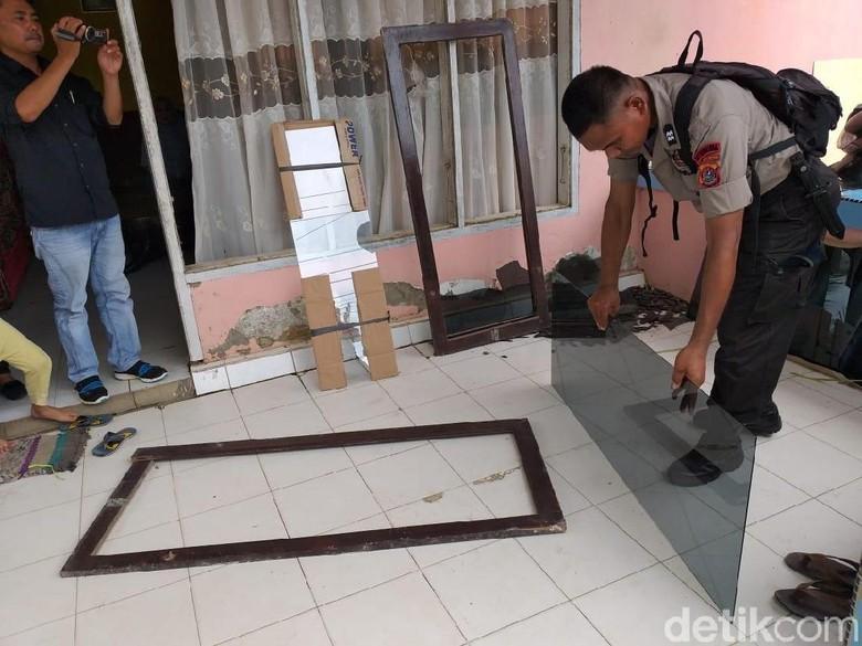 Rusak Rumah Nenek di Kendari, Anggota Brimob Minta Maaf dan Ganti Kerusakan