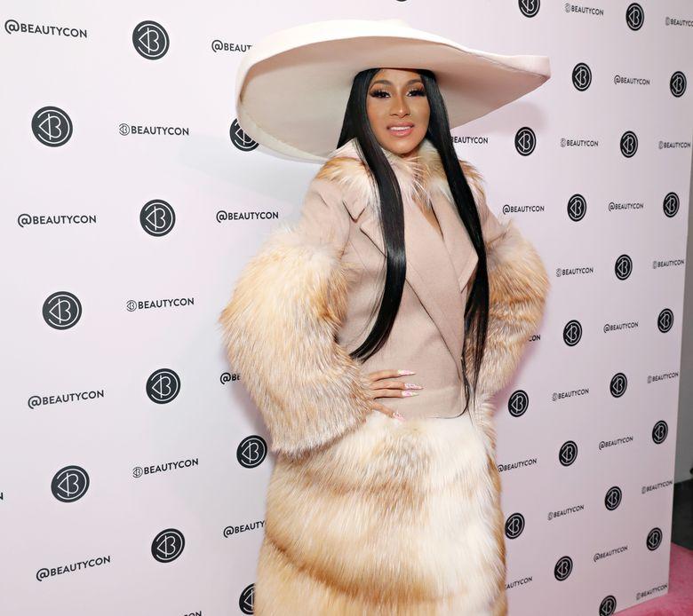 Cardi B saat hadiri sebuah acara di New York, AS pada Minggu (7/4) waktu setempat.Cindy Ord/Getty Images for Beautycon