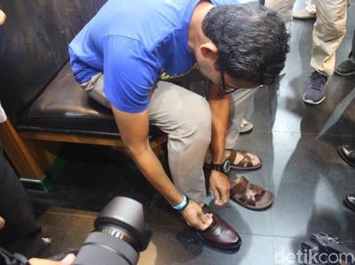 Belanja Sepatu Kulit di Sidoarjo Seperti Sandiaga Uno