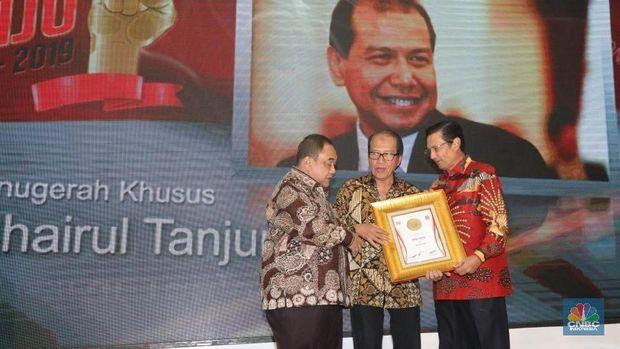 Chairul Tanjung Raih Penghargaan Tokoh Pers Visioner