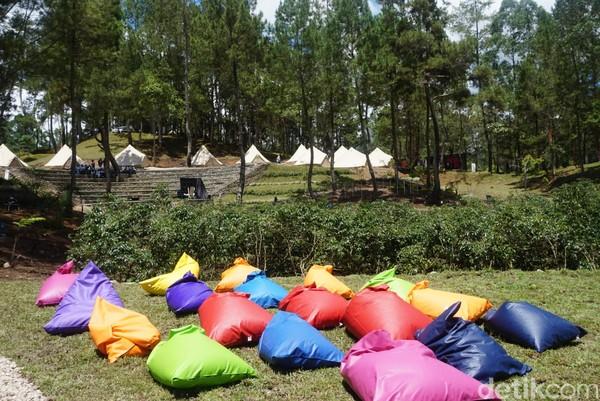 Di sejumlah tempat, tersedia beberapa bean bag untuk bersantai (Shinta/detikcom)
