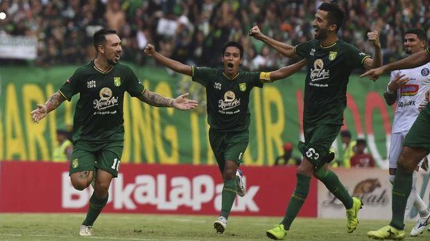 Live Streaming Arema FC vs Persebaya Surabaya. (