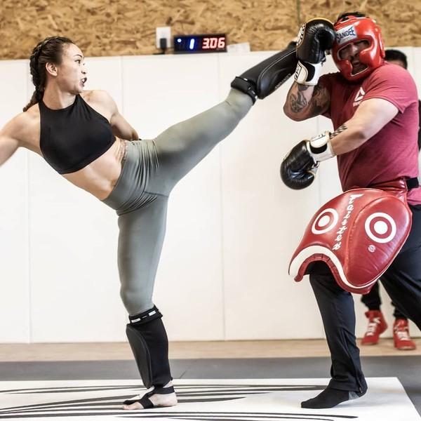 Julukannya adalah Karate Hottie. Dia punya tendangan-tendangan karate yang mematikan (Instagram/karatehottiemma)