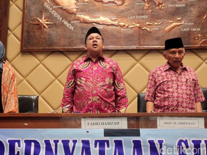 Barisan Masyarakat Peduli Pemilu Adil dan Berintegritas gelar diskusi soal DPT bermasalah di DPR. Sejumlah tokoh turut hadir, salah satunya adalah Amien Rais.