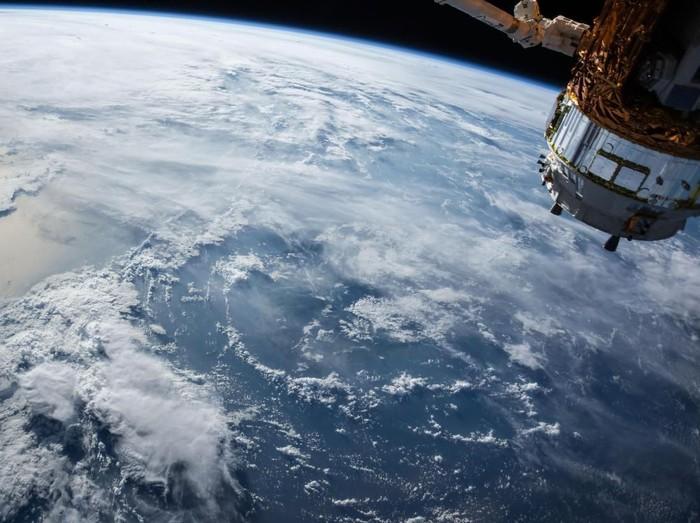 Ilustrasi Satelit, Satelit