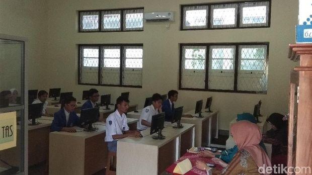 Melongok USBN Pakai HP Android di SMK Muhammadiyah Magelang