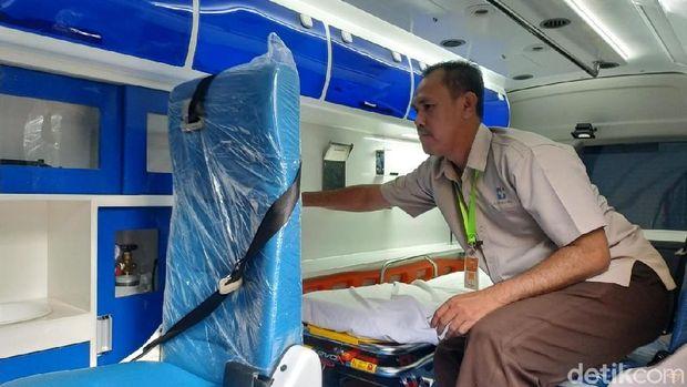 Bagian dalam mobil ambulans