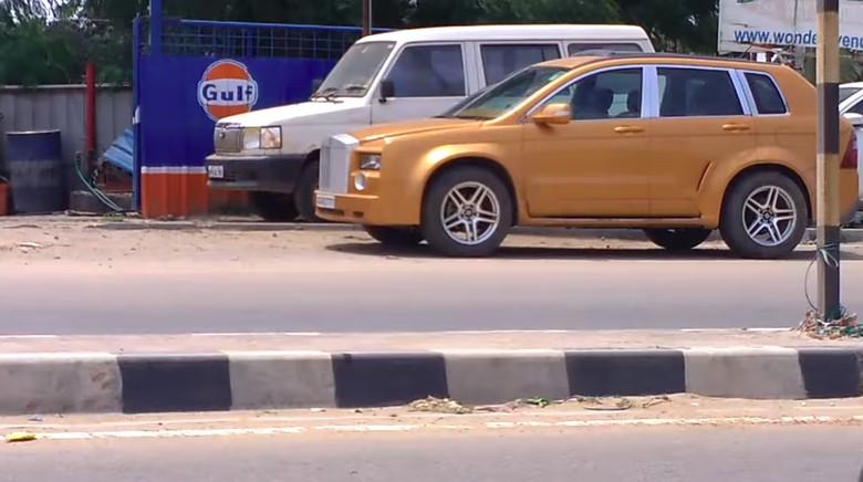 Replika Rolls-Royce. Foto: Screenshot Youtube Fayyazmas Khan