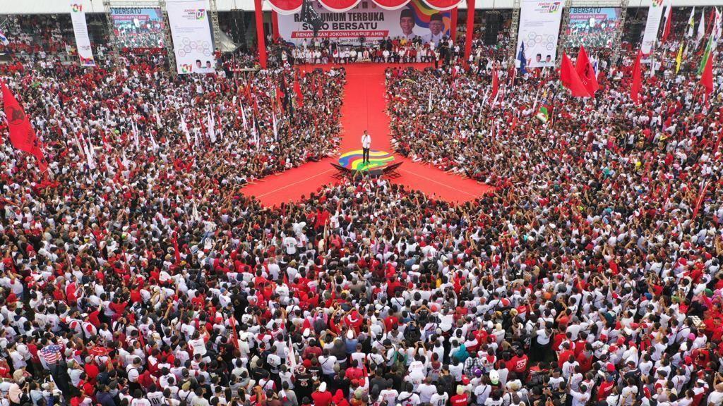 Potret Massa Peserta Kampanye Jokowi di Solo