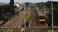 Dia menuturkan, rencana switchover DDT segmen Jatinegara-Cakung ini akan memberikan dampak pada bertambahnya waktu perjalanan kereta api. Karena nantinya pengoperasian kereta jalur panjang dan KRL Commuter Line tidak lagi digabungkan dalam satu jalur.