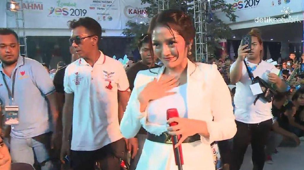 Syantik! Sibad Tutup Lombok YES 2019 dengan Goyang Aduhai