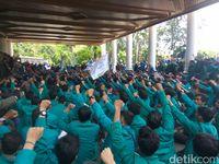 Demo Tolak Usaha Tambang di Aceh Rusuh, Polisi Tembak Gas Air Mata