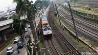 Pembangunan jalur kereta api dwi ganda atau Double Double Track (DDT) lintas Manggarai-Cikarang sepanjang 35 kilometer (km) akan segera beroperasi. Setidaknya, segmen Jatinegara-Cakung sepanjang 9,5 km akan dioperasikan akhir minggu ini.