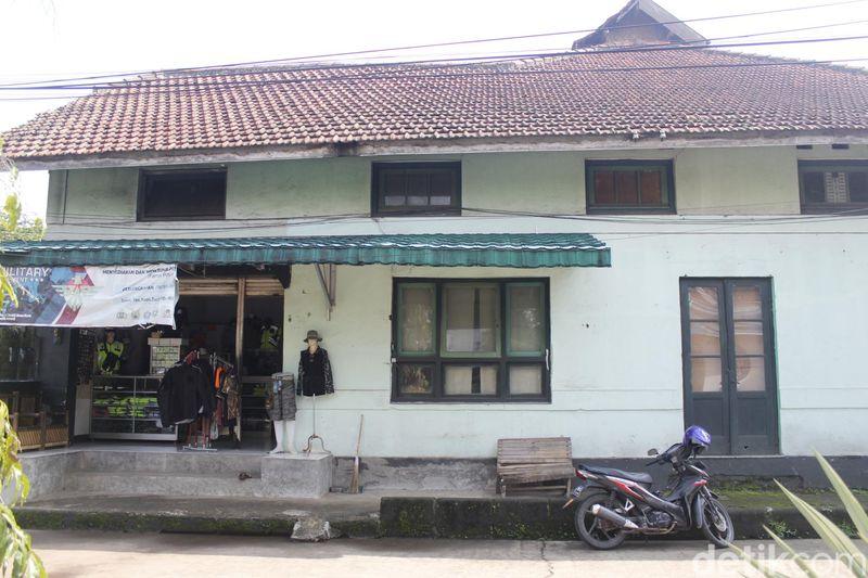 Inilah bangunan bekas Hoefsmidschool alias sekolah ladam kuda atau sekolah tukang kuda yang dipersiapkan garnisun Belanda sekitar tahun 1930-an (Yudha Maulana/detikcom)