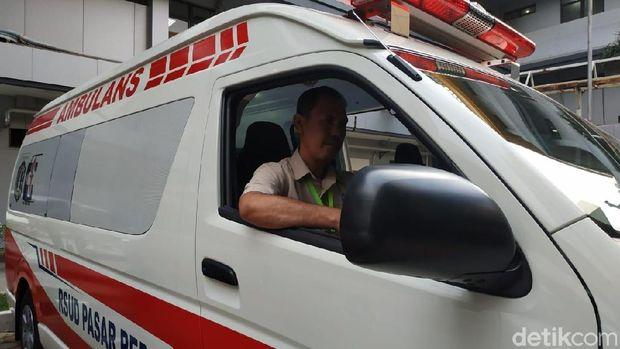 Suka Duka Relawan Memandu Mobil Ambulans