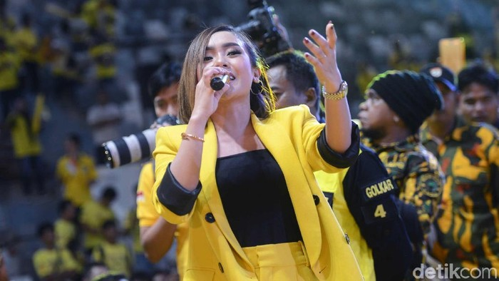 Cita Citata saat tampil di Istora Senayan.