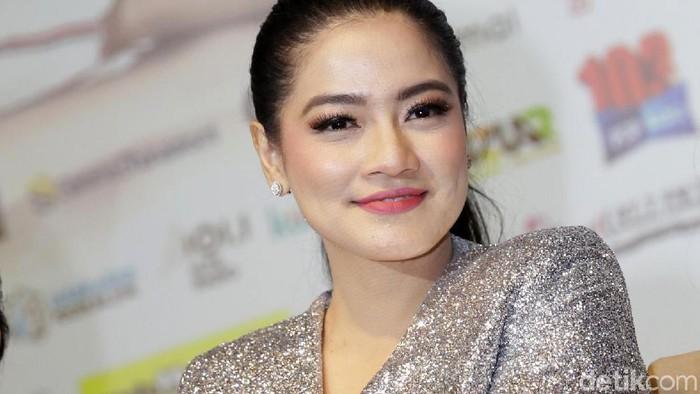 Titi Kamal saat ditemui di Plaza Indonesia.