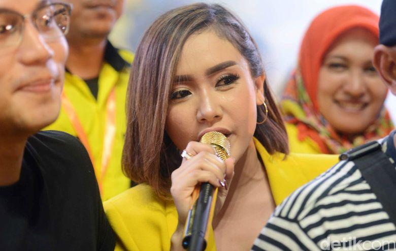 Cita Citata saat tampil di Istora Senayan, Jakarta Pusat pada Selasa (9/4).Pool/Ismail/detikFoto.