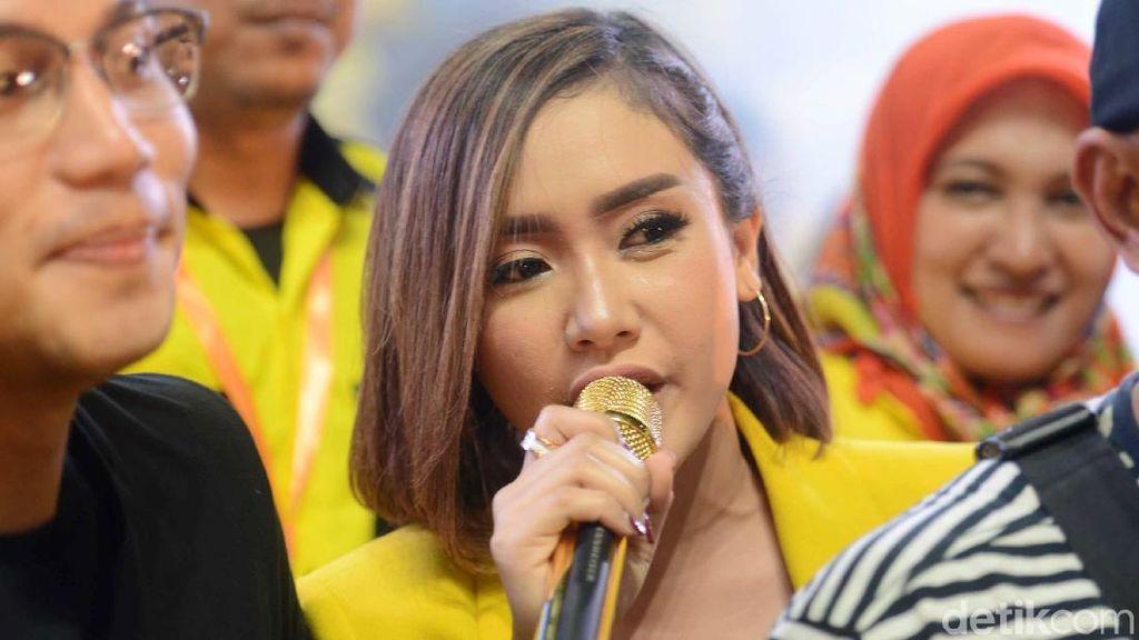 Pilih Jokowi, Cita Citata Manggung Balas Dendam di Acara Golkar