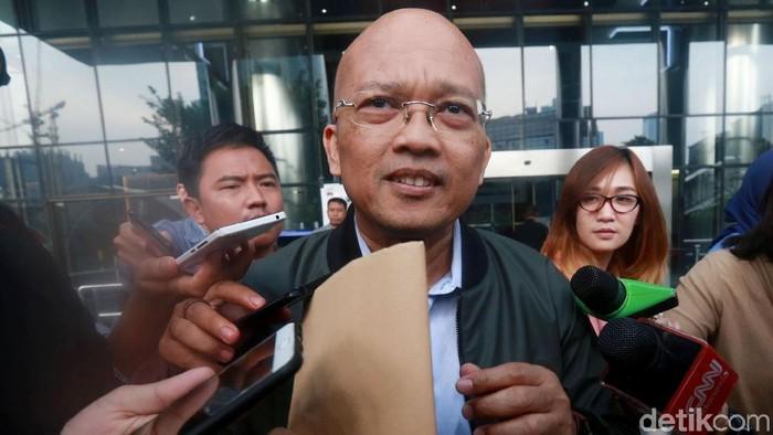 Direktur PT Humpuss Transportasi Kimia (HTK), Taufik Agustono diperiksa KPK. Pemeriksaan itu terkait dengan kasus dugaan suap distribusi pupuk.
