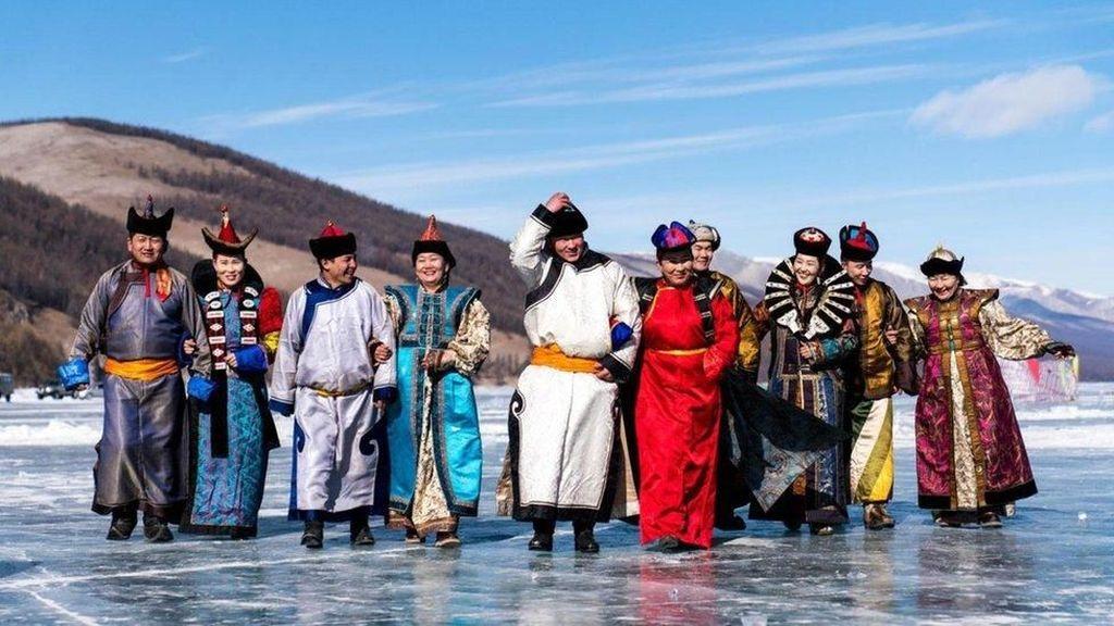 Ketika Mongolia Merayakan -40 Celcius di Atas Es Danau Khvsgl