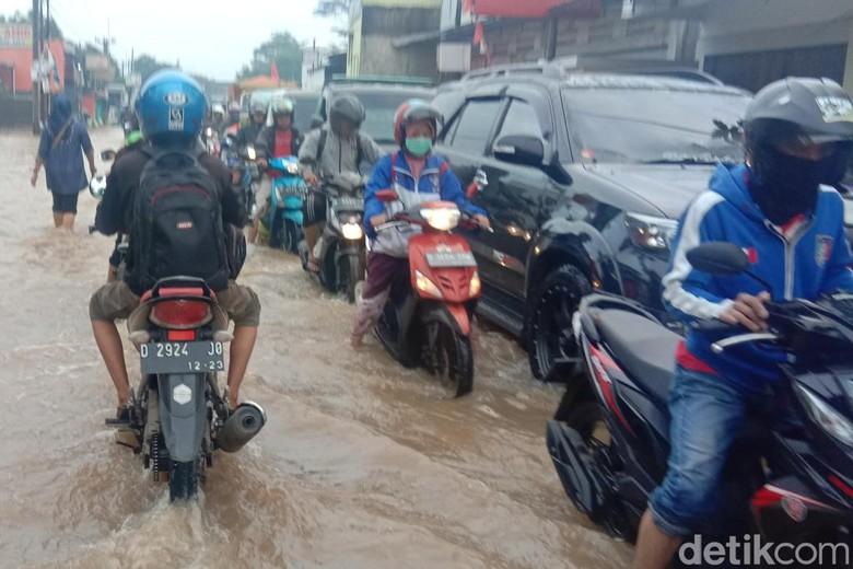 Banjir, Jalan Raya Bojongsoang-Baleendah Macet Panjang