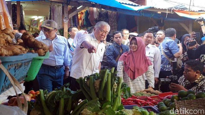 Menteri Perdagangan Enggartiasto Lukita (tengah-kemeja putih)/Foto: Syahdan Alamsyah