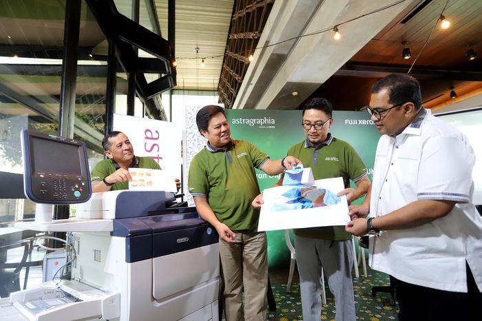 Fuji Xerox PrimeLink C9065 ini menawarkan digital print on demand untuk pengembangan sebuah tampilan produk. Dengan teknologi terbaru yang inovatif yaitu Fuji Xerox ini memang menyasar UMKM seiring dengan bertumbuhnya jumlah UMKM di Indonesia yang pesat ditunjang dengan bertumbuhnya e-commerce guna menjawab kebutuhan usaha digital printing dan UMKM. Foto: dok. Astragraphia