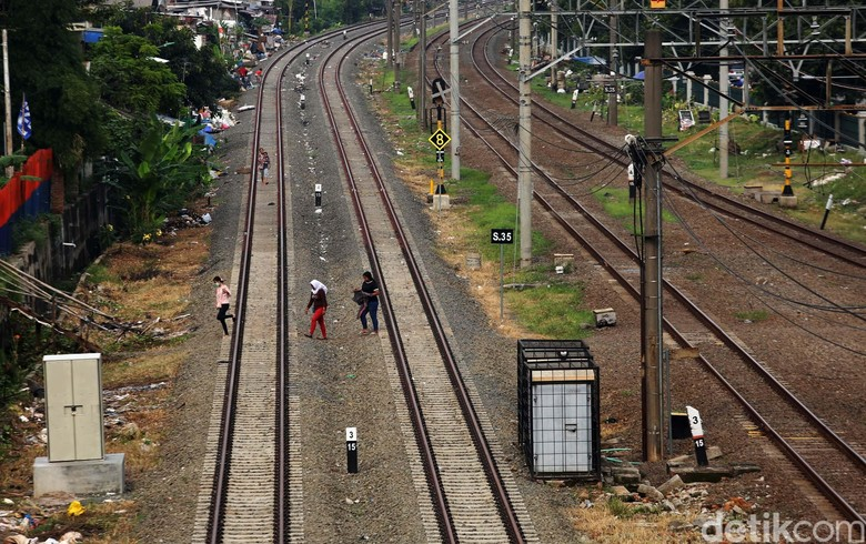 Pengerjaan DDT di Tambun Perlambat Perjalanan Kereta, PT KAI Minta Maaf