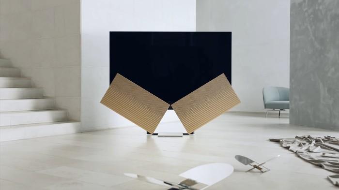 TV dengan speaker sayap yang unik. (Foto: Dok. Bang & Olufsen)