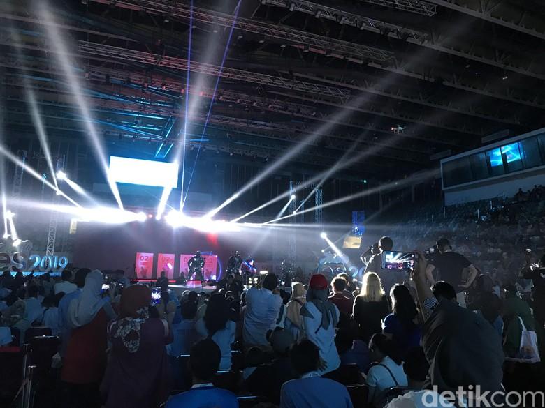 Meriahnya Tarian Budaya dan Laser Kreatif di Jakarta YES 2019