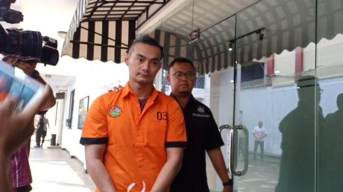 Agung Saga di Polda Metro Jaya (Foto: Samsuduha Wildansyah/detikcom)