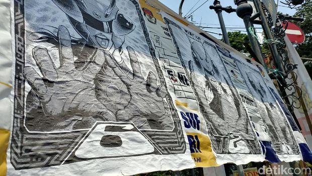 Spanduk Caleg dan Capres di Bandung Ditempeli Poster Baja Hitam