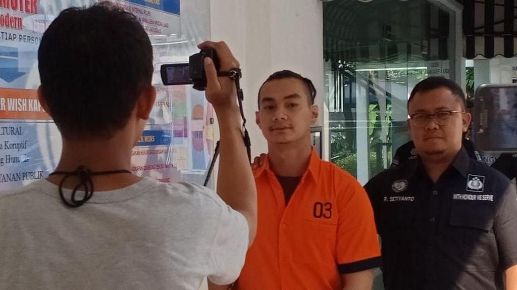 Modus Transaksi Artis FTV Agung Saga: Sabu Ditempel di Tiang Listrik!