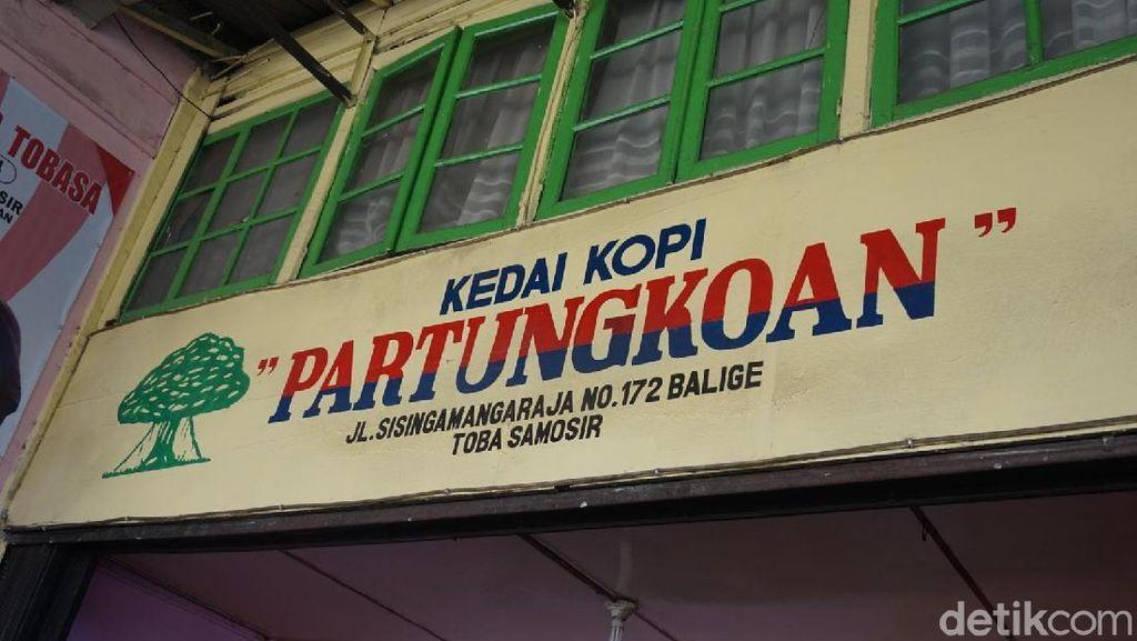 Kopi Partungkoan, Tempat Ngopi Jokowi di Toba Samosir
